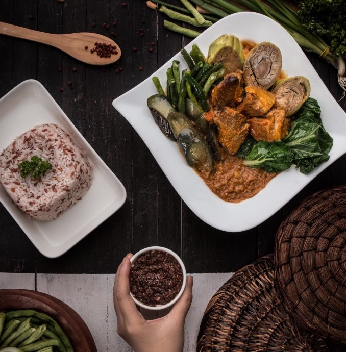 main-dish-featuring-kare-kare-one-of-the-best-filipino-food_t20_2JyYVv